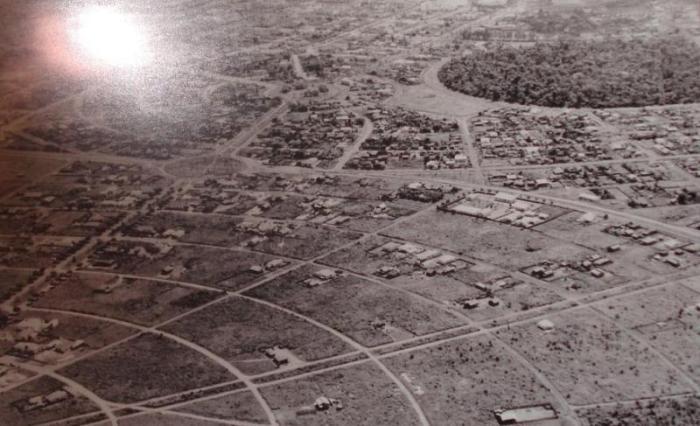 Fig. 03 - Foto área da cidade de Maringá no de 1954. Foto: MENDES, Antônio Madeira. 2009