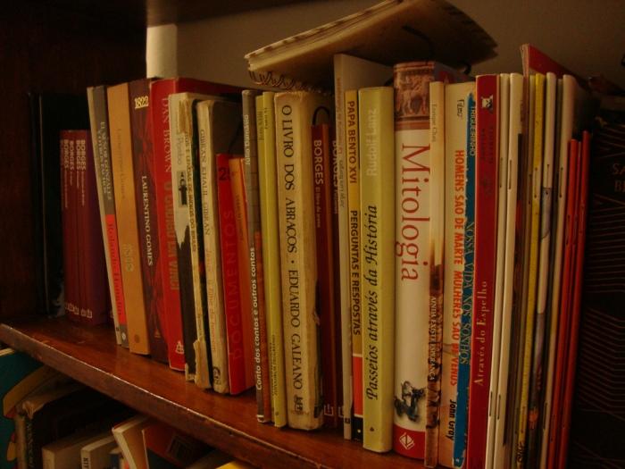 Livros. Foto: Janaína de Oliveira. Disponível em: http://www.flickr.com/photos/44598240@N03/6782452067/in/photostream/ Acesso em: 06 mar 2013.